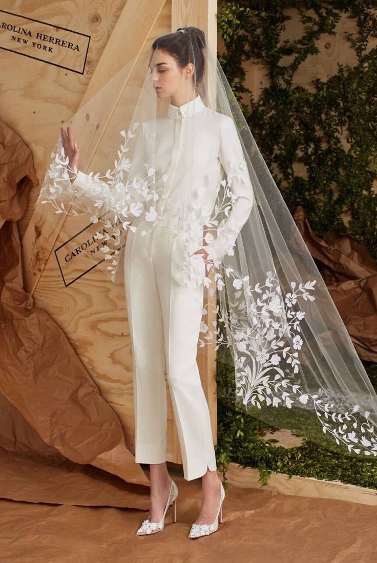 スカートが苦手な人でも大丈夫!ウエディングドレスのパンツタイプもしっかりある!