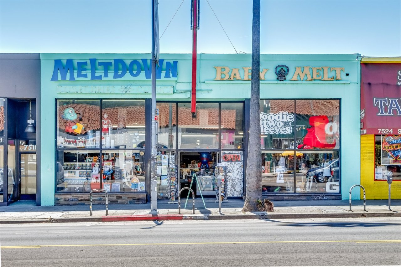 After 25 years, our home away from home, @MeltdownComics, is closing its doors: https://t.co/zoTRBqwE2s https://t.co/KzFFOBNMhb