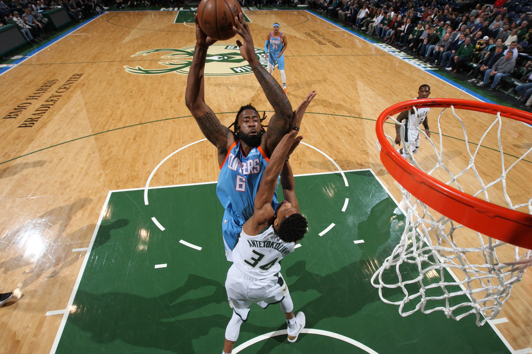17 PTS and 16 REB for DJ at the break!  @LAClippers 64   @Bucks 57  #ItTakesEverything https://t.co/T62tz5jdmF