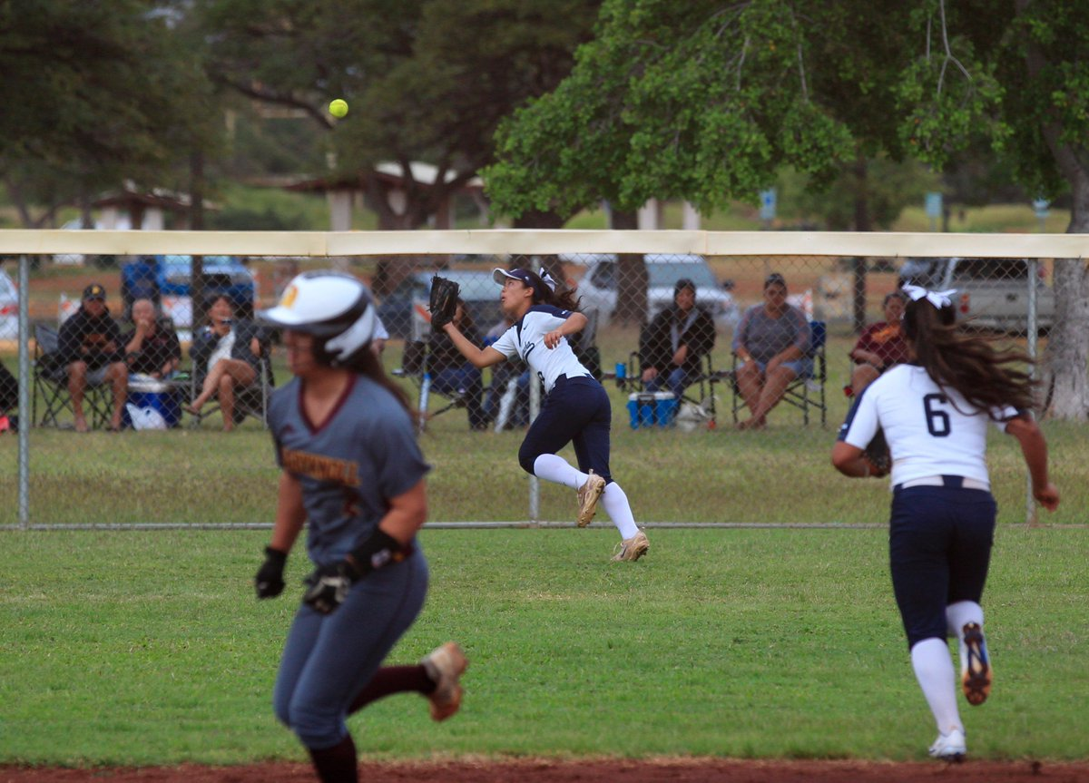 Maryknoll tightens up ILH softball race. READ MORE: hawaiiprepworld.com/featured/hee-d…