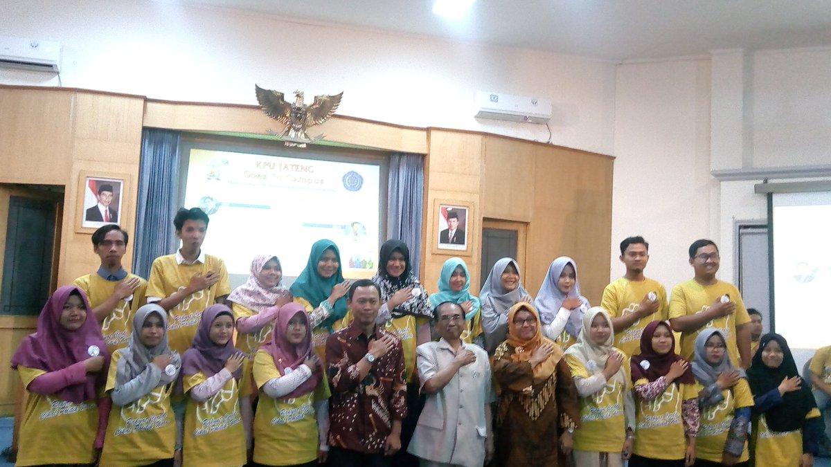 Makhrus Ahmadi Makhrusahmadi Twitter Profile Twipu Umpurwokerto Pengukuhan Relawan Demokrasi Bersama Mas Pramonoutan