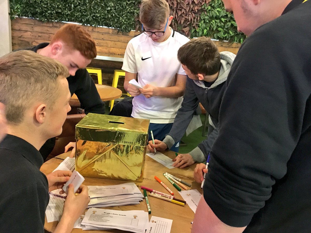 There's just five minutes left for students to vote for their favourite @TrinityLeeds Kitchen Challenge 2018 idea and pop it in the gold box! 📦✅  #MaketheGrade