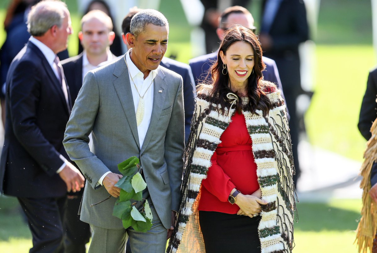 Barack Obama was welcomed to New Zealand today with a traditional Maori ceremony ahead of meeting Prime Minister Jacinda Ardern. It is the former US President's first visit to the country. Obama was gifted a whale tooth pendant during the ceremony. (📷: Getty)