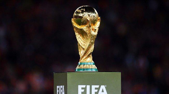 Top 8 des favoris de la Coupe du monde 2018 et leurs cotes @Betclic.  🇩🇪 Allemagne : 4.75 🇧🇷 Brésil : 5.00 🇫🇷 FRANCE : 5.50 🇪🇸 Espagne : 7.00 🇦🇷 Argentine : 9.00 🇧🇪 Belgique : 11.00 🇬🇧 Angleterre : 16.00 🇵🇹 Portugal : 18.00