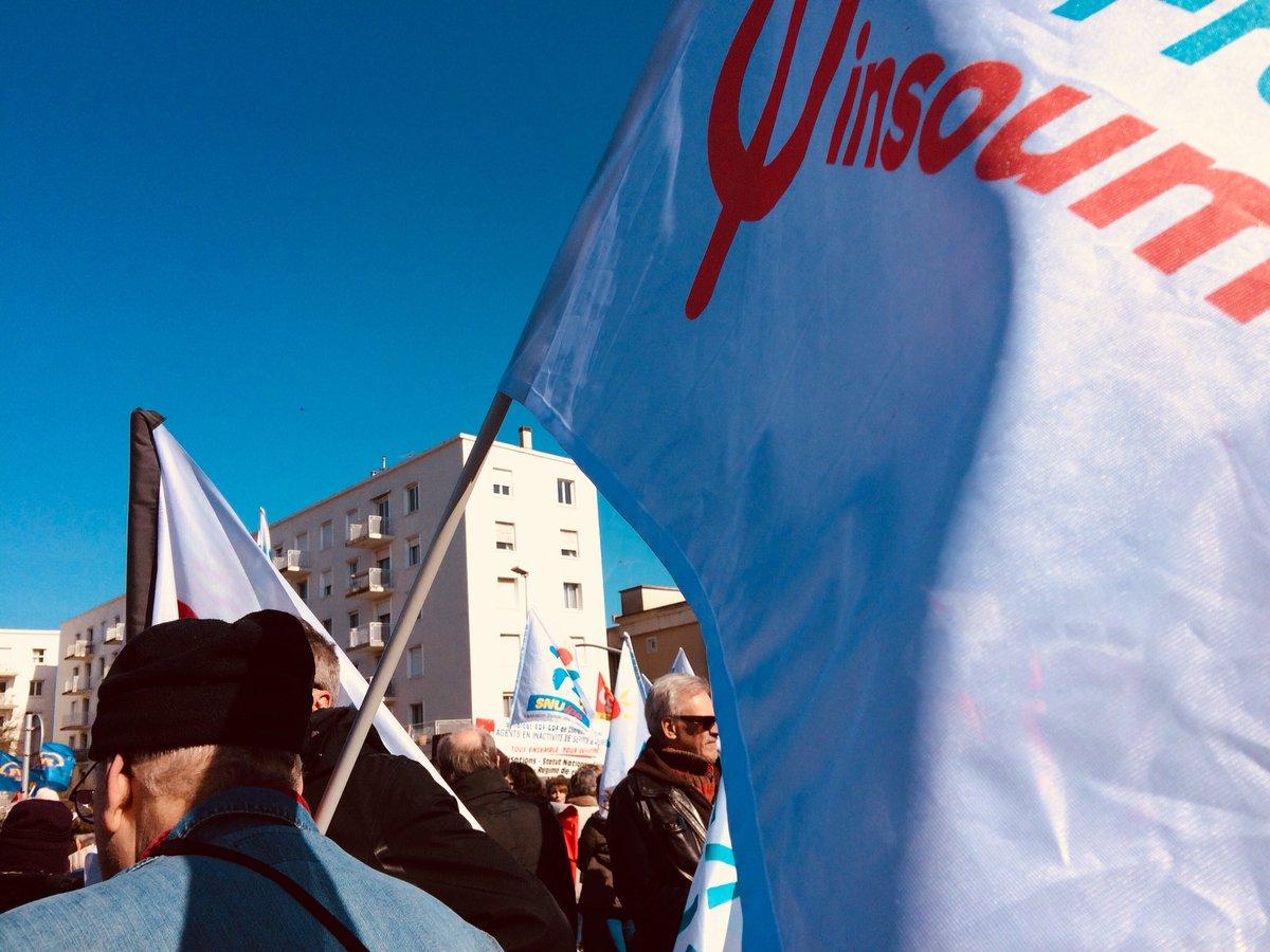 Début de la #manifestation à La Rochelle...