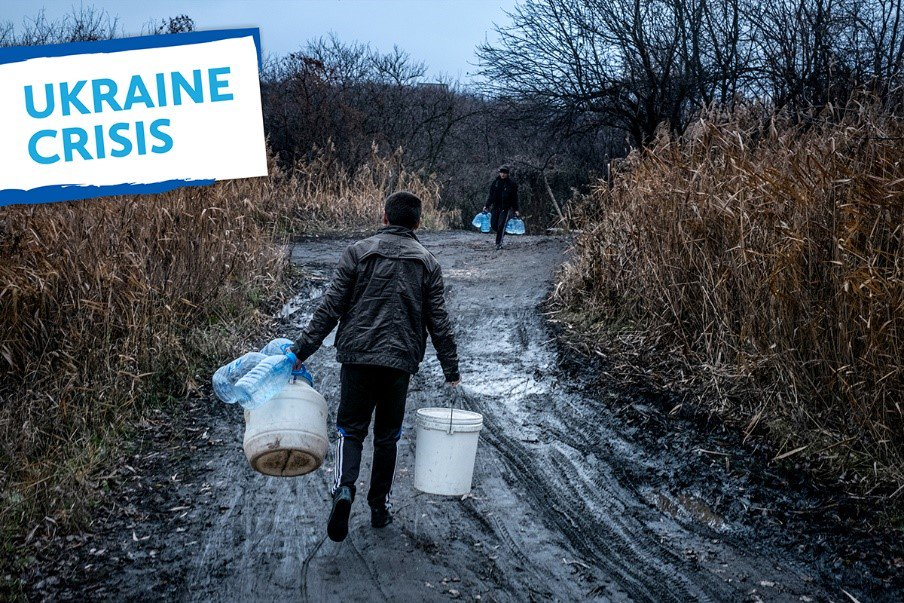 Amid shelling and often freezing temperatures, workers of Voda Donbasu, water utility company, risk their lives to provide #water💧 to more than 3M people in eastern #Ukraine🇺🇦. Read our #blog about real water heroes uni.cf/2rMBYQ4 #WorldWaterDay #ProtectWaterUkraine💧