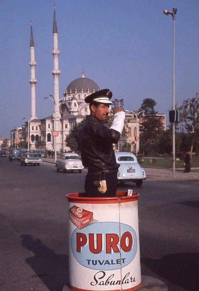 """İstanbul on Twitter: """"1960'lı yıllar Tophane. Polisin içinde olduğu metal  korumanın adı """"zıvana"""" ve """"beni zıvanadan çıkarma"""" sözü buradan gelmiştir.…  https://t.co/X7Qv57Ytu9"""""""