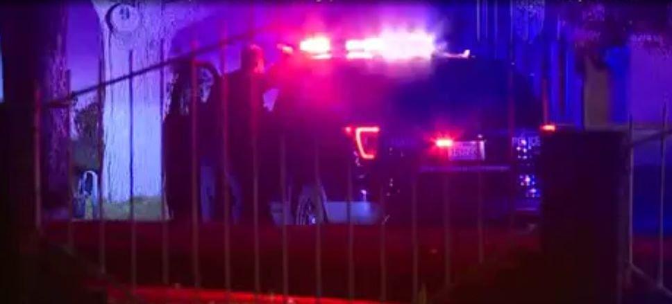 Californie: la police abat un homme armé... d'un iPhone #JDQ https://t.co/X02lgm1PAp