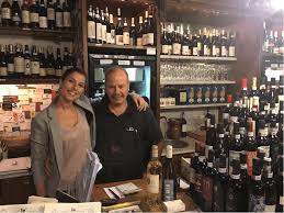 Le #enoteche italiane sono sempre più di tendenza e la cosa che mi fa più piacere è la massiccia presenza di #donne al comando!  http:// www.cinellicolombini.it/blog/forum/enoteche-la-seconda-giovinezza-in-italia #wine #wineshop #winebar #winelovers #women #womenatwork  - Ukustom