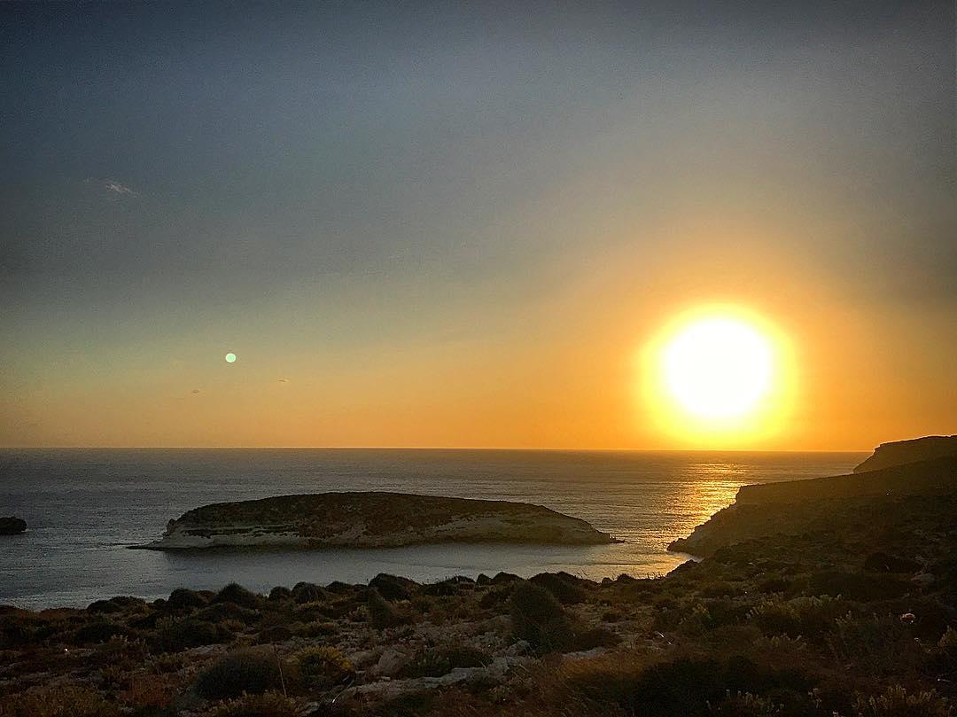 Buona serata da #Lampedusa !!!! Photo by  floriocarla92  Instagram#lampedusaisland  https:// www.lampedusapelagie.it/  - Ukustom