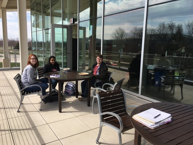 RT @ChancellorKoch: So nice to see students sitting on the Starbucks patio at the UIS Student Union today! #uisedu #SpringHasSprung https:/…