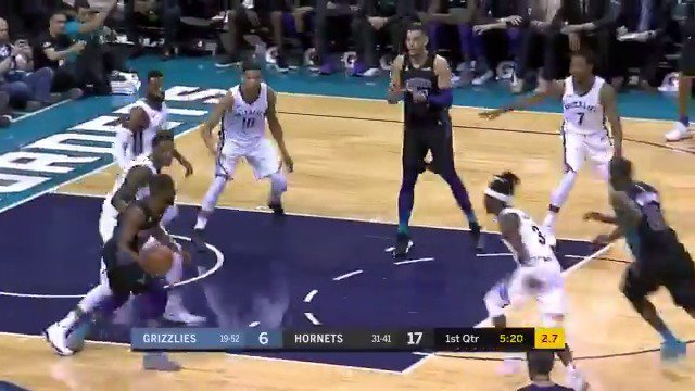 Kemba hits Marvin Williams through traffic!  13 PTS in Q1 for the @hornets PG on League Pass.  #BuzzCity https://t.co/DlbDWPfjJQ