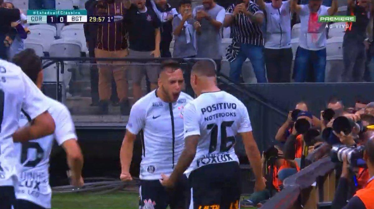 Gol do Corinthians! Sidcley abre o placa...