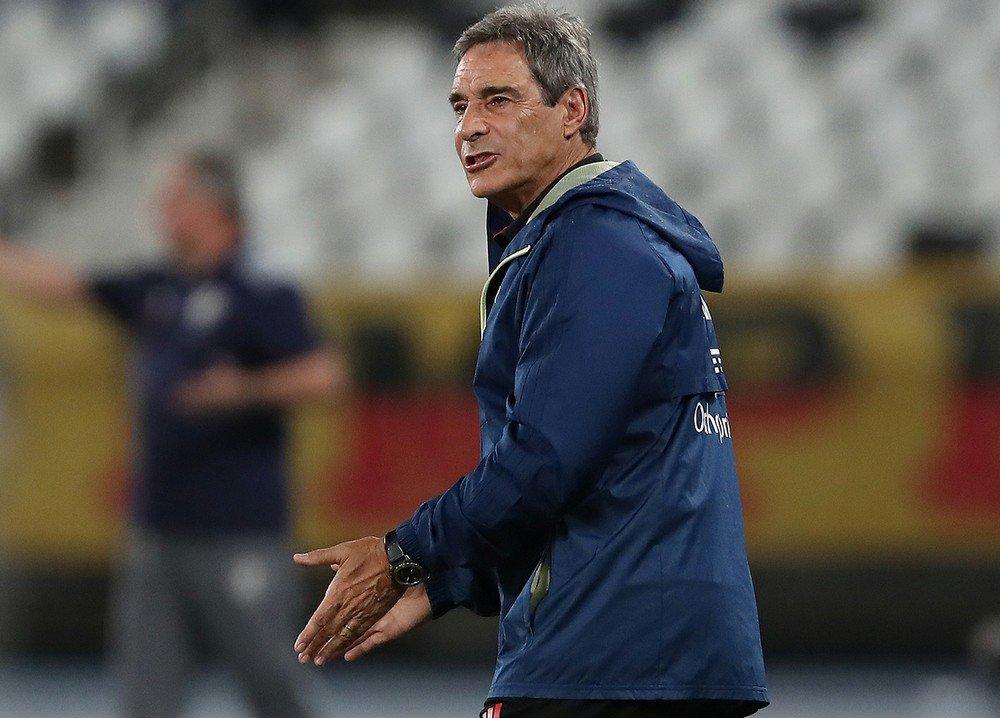 Carpegiani critica 'anti-jogo' do Flu co...