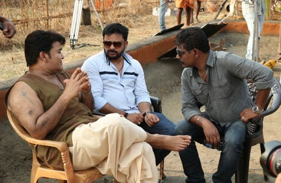 Its #Odiyan time with @Mohanlal sir and Antony bhai....