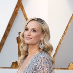 Model and actress Molly Sims takes us inside her home and shares her 5 favorite items https://t.co/d8P4DJ2yIP