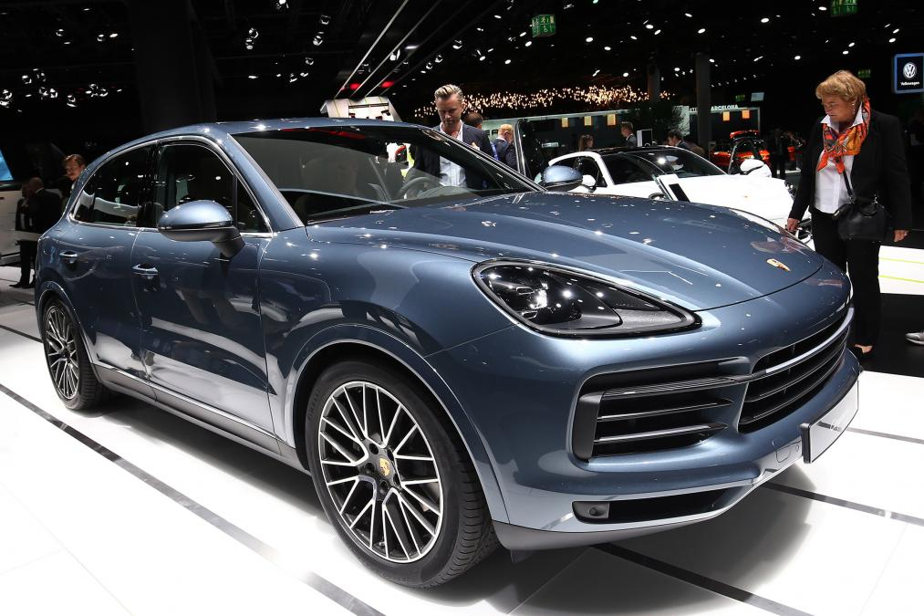 The 2018 #Porsche Cayenne E-Hybrid plug-in is on the cusp of being released, the German carmaker has announced: https://t.co/hUdgst5Bfe