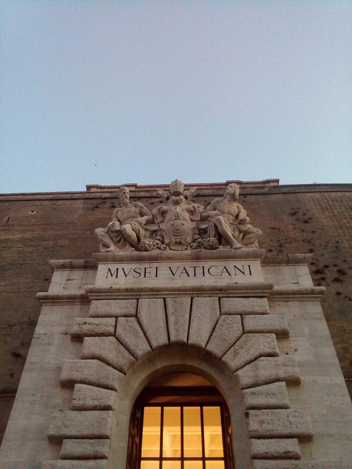 facebook.com/gianlucaguidat… Ex ingresso, oggi uscita, dei #MuseiVaticani. Una vera istituzione mondiale con capolavori senza tempo... #romeisus #Rome #Roma #museo @FascinatingArt @art_for_free @VisitaRoma @romewise