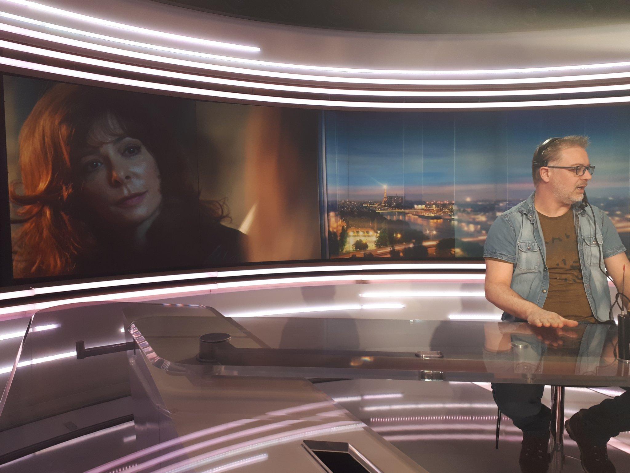 [TV] 20H TF1 - Page 4 DYBnbIPWkAI3zJO