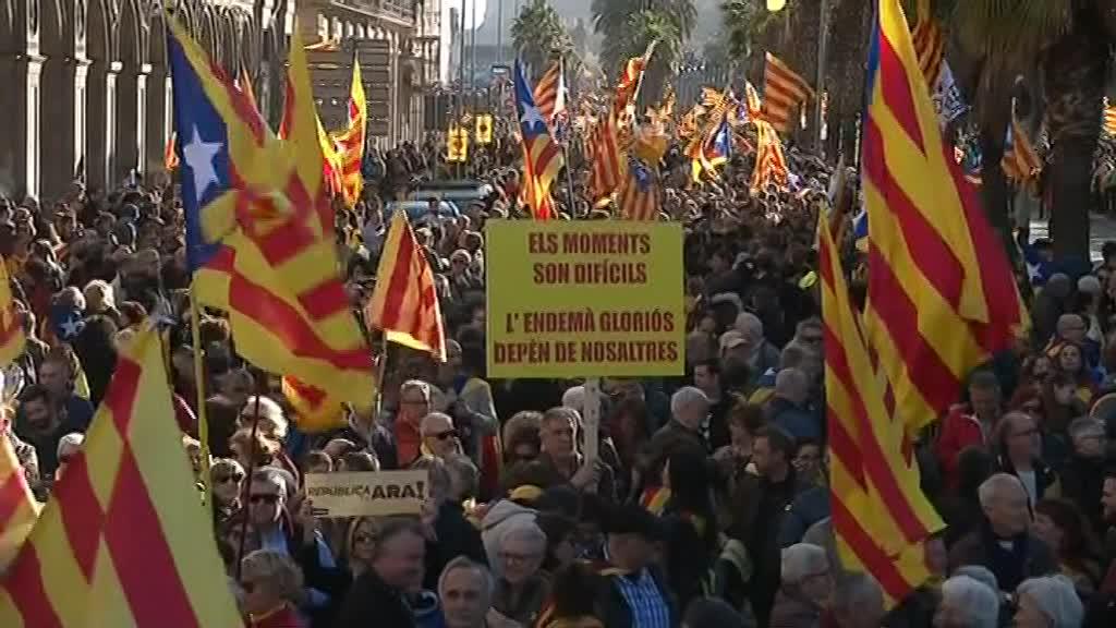 #Catalogne : une fois de plus, les partisans de l' #indépendance manifestent https://t.co/KRcbZv0kiU