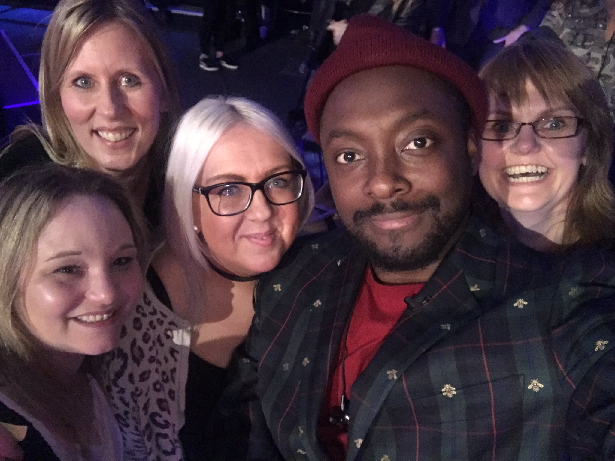 Happy #mothersdays to @misstakethatmel...and her homegirls for coming to the #voiceUK https://t.co/JsZnlNUBU9