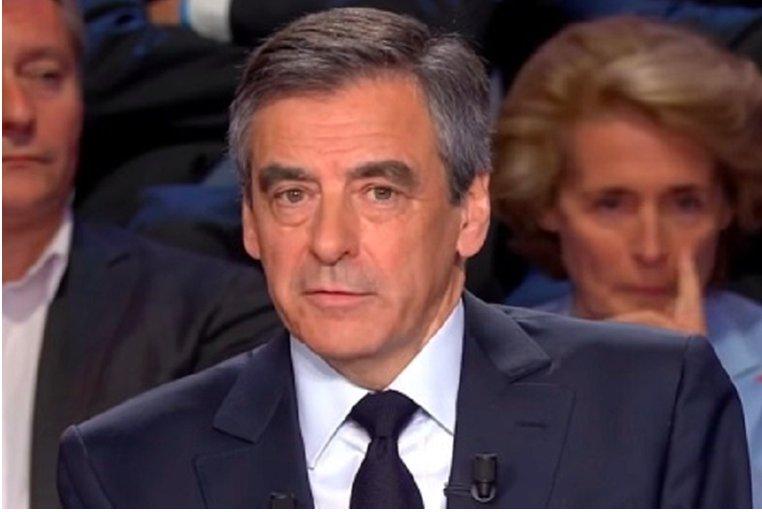 @FrancoisFillon fut la vraie victime des « Fake News » en 2017  https://t.co/lUnDIKYE0o https://t.co/6tjIP4utxf