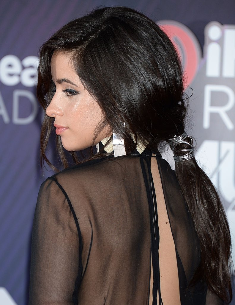 Camila no red carpet do #iHeartAwards201...