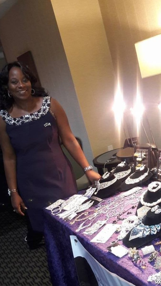 WKYJ MAGAZINE FEATURE BUSINESS(LADY T FASHIONS) UNO!