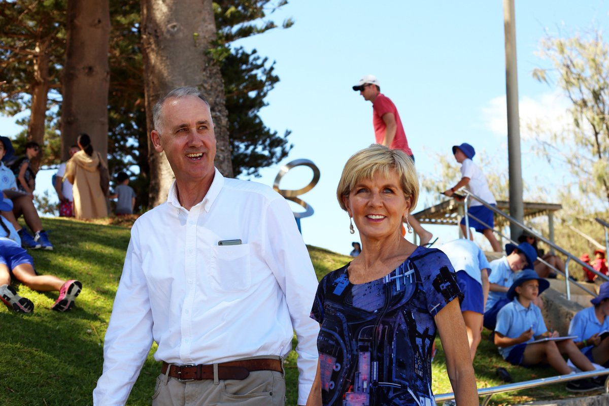 Great to have @JulieBishopMP join Liberal candidate for Cottesloe, David Honey, at @sculpturebysea earlier today. A good opportunity to discuss local issues with residents and enjoy an amazing local exhibition #sxscottesloe18