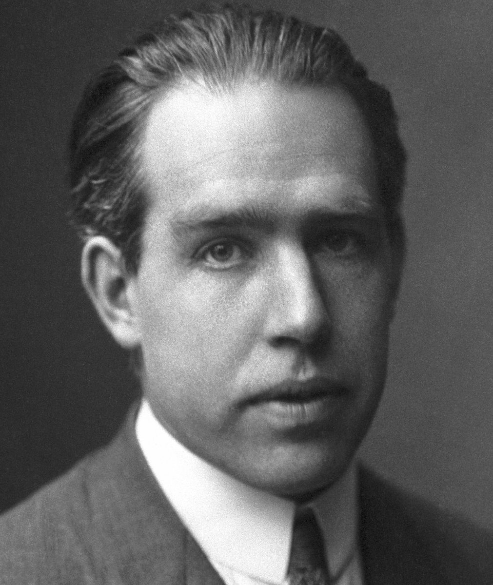 Danish Nobel Laureate Niels Bohr put his Nobel Medal up for auction March 12, 1940, to raise money to support Finnish civilians during the Winter War. The winning bid was anonymous, but later, Mr. Anonymous gave Bohrs medal to the @mus_nat_his, where it can be seen today.
