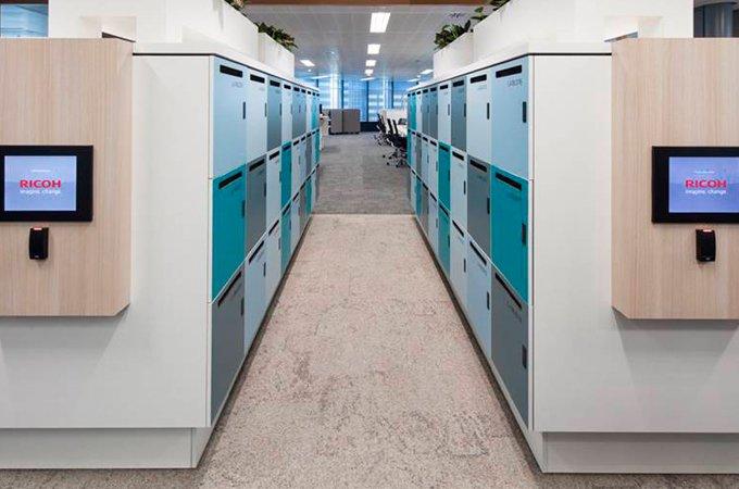 Los lockers ayudan a almacenar todo lo necesario para el puesto de trabajo