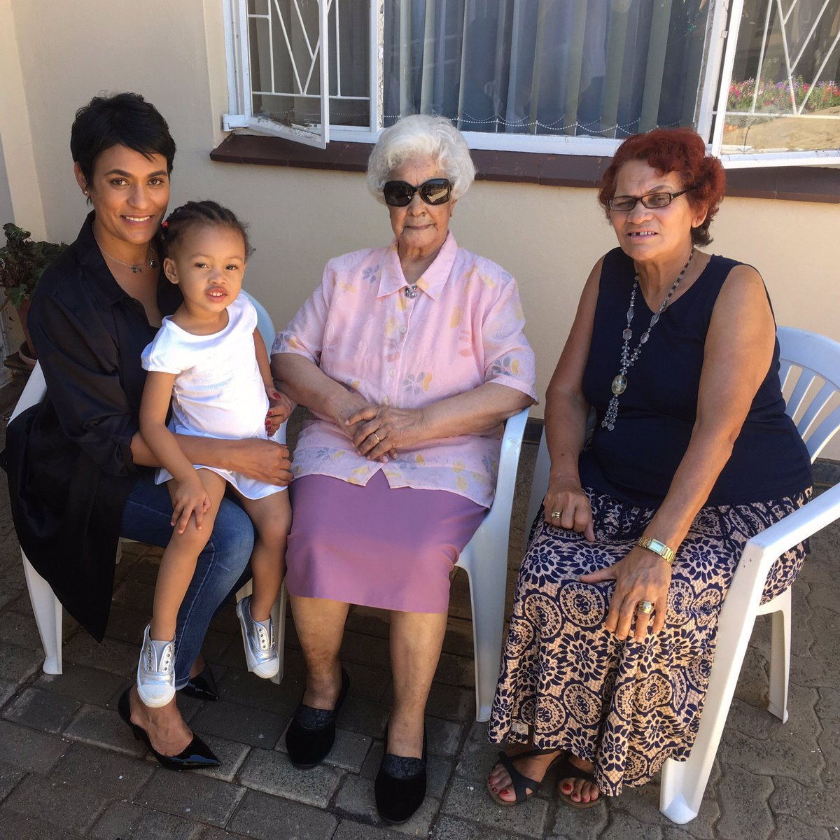 Kairo with her grandmother, great grandmother and great great grandmother. 🌟🌟🌟🌟 4 GENERATIONS 🙏🏼 ... This is how God replenishes your spirit. I feel amazing. And privileged. And grateful. ❤️