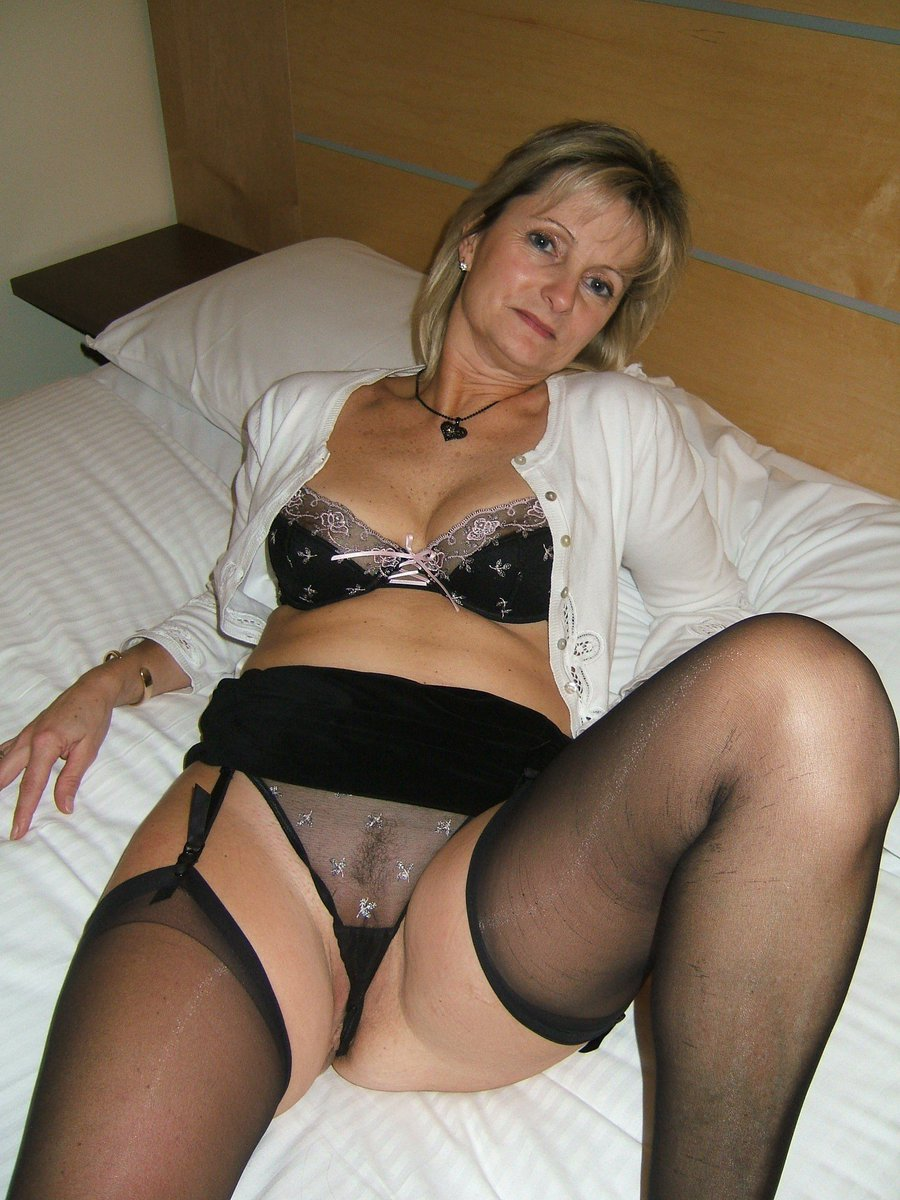 Mature Cougar Natural Tits