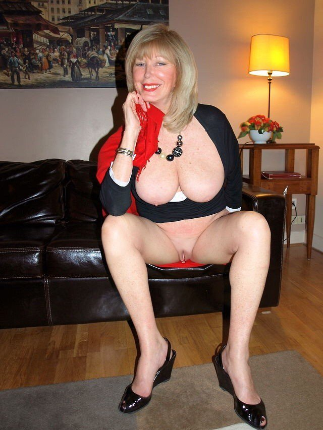 Amateur Milf Blonde Cougar