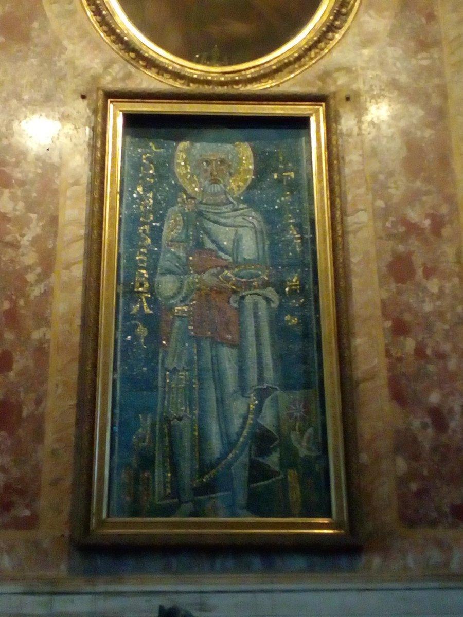 Mosaico raffigurante San Sebastiano di epoca medievale. Dove? Nella Basilica di San Pietro in Vincoli! #romeisus #Rome #Roma #PasseggiateRoma @va_lion_ @visiterrome_org @RerumRomanarum @taddeocico @VisitareRoma