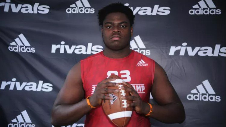 #UGA takes the lead for defensive end from Alabama. Details about his recent visit: https://t.co/nneWdyv4Gk