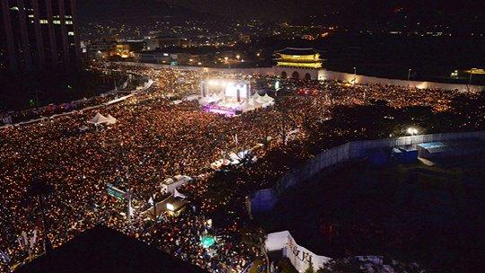#RegaindemocracyJP #0312官邸前抗議 처음에는 불가능하다고 생각 했었습니다. 마음속으로 '이거 사실은 희망이 없는거 아닐까?' 라고 생각 했었습니다. 하지만 12월의 강추위 속에서도 사람들은 계속해서 모였습니다.  그 덕분에 수많은 어려움을 이겨낼 수 있었습니다.
