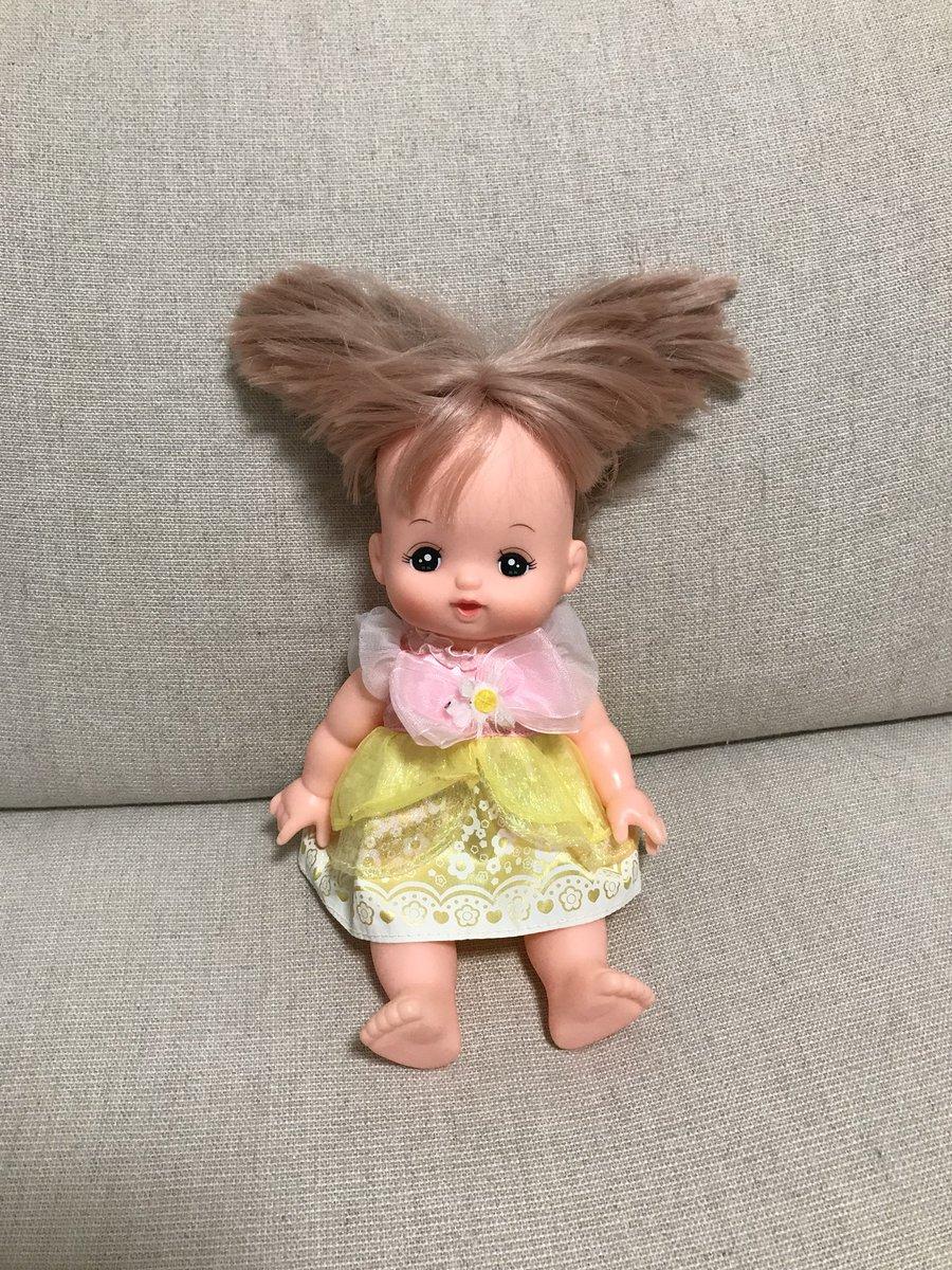 どうしよう子どもにメルちゃんの髪の毛ちゃんと乾かしておいてねって言われたのに忘れてて今見たらどえらい髪型になってた… どないなっとんねんこれ……