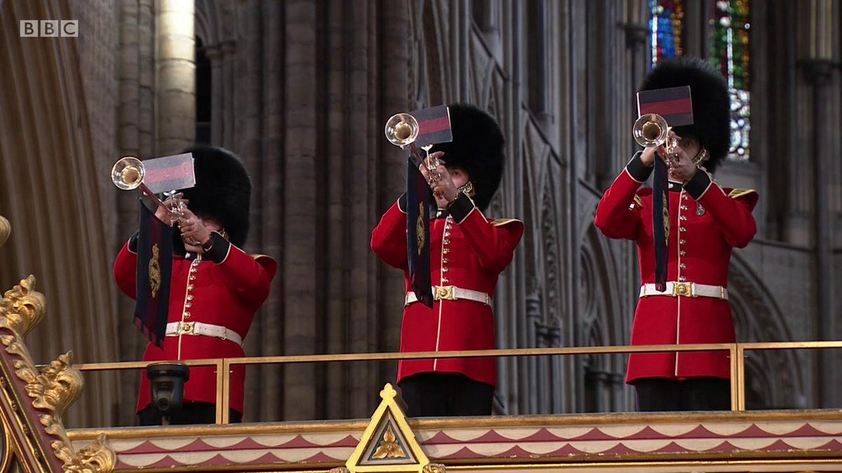 The British National Anthem is sung by the congregation in the presence of The Queen. #CommonwealthDay