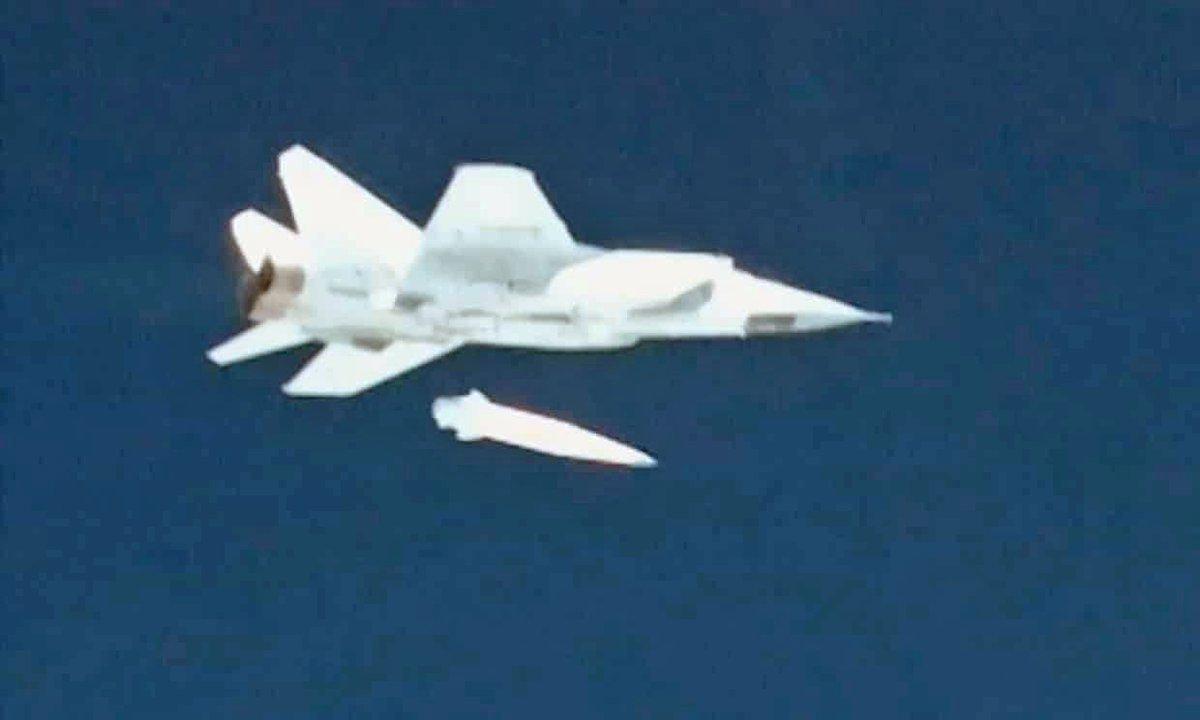 صاروخ بسرعه 10 ماخ لن ينقذ مستقبل الطائرات الشبحيه الروسيه الكئيب  DYGZWn1X4AEKhiZ