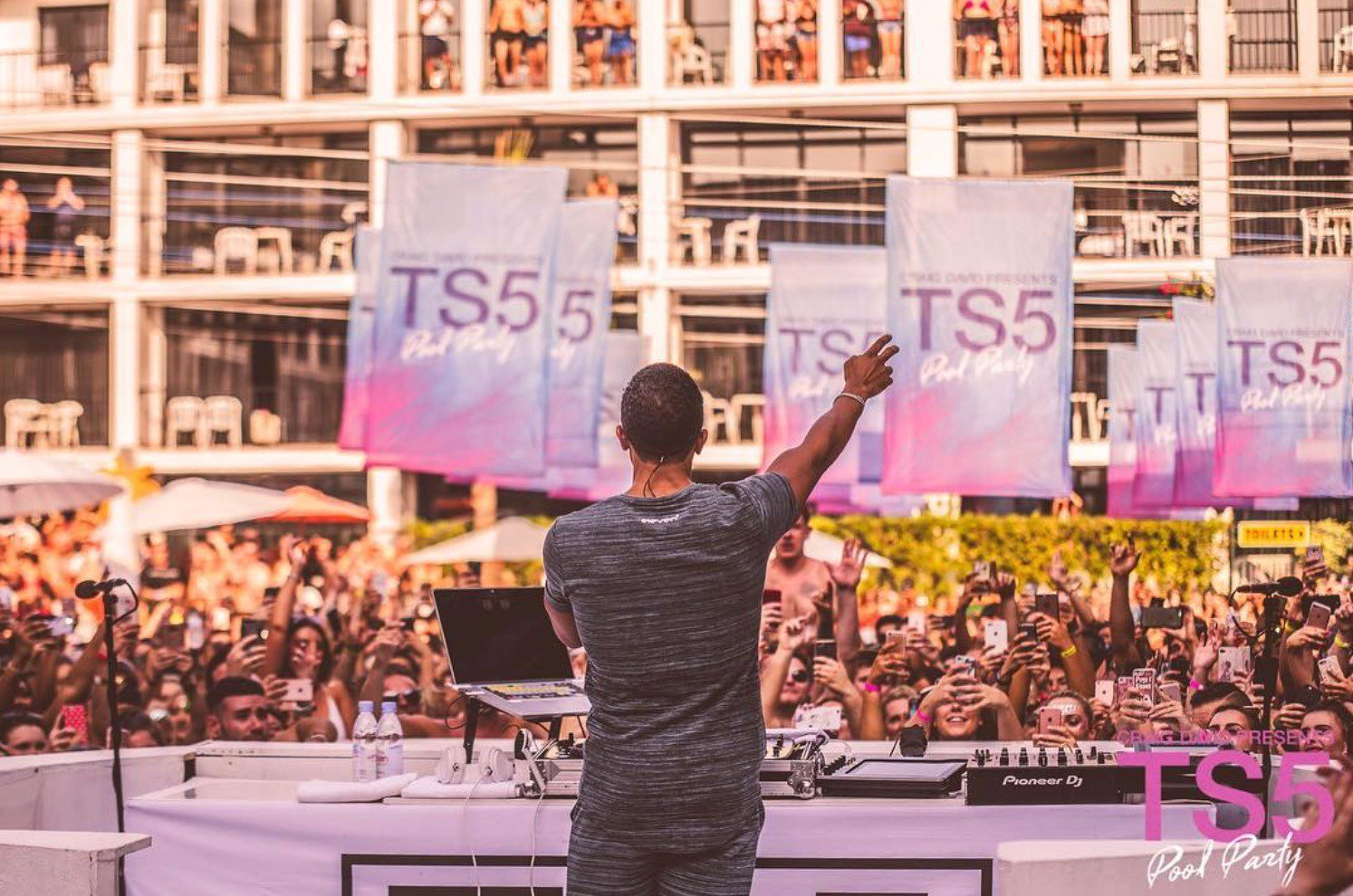 Can't wait to do this again this summer in Ibiza ☀️🌴 Who's coming to a @TS5 pool party this year? 🎉 🔊 https://t.co/0fa5mdyK2U