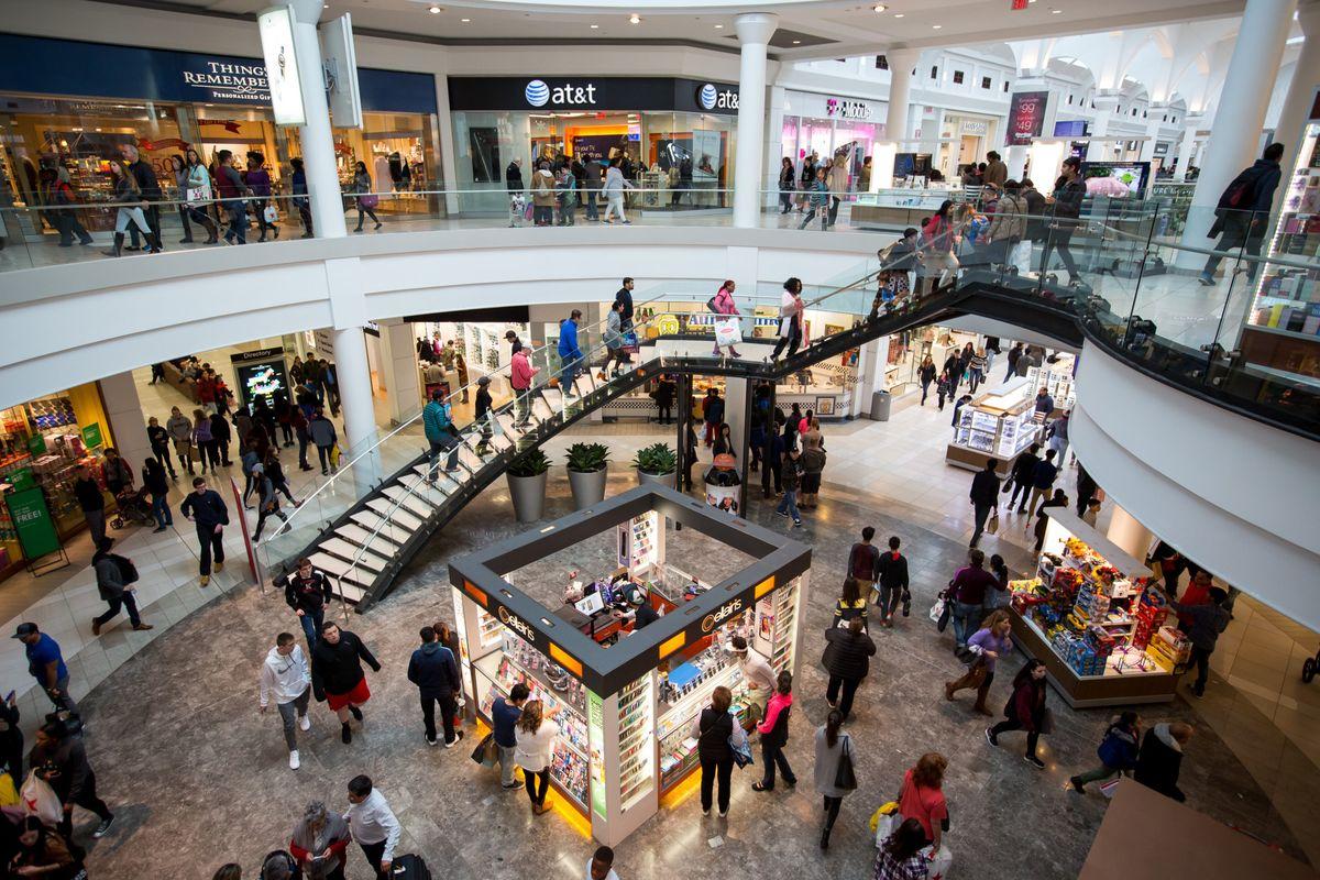 American shopping malls may be dying, bu...