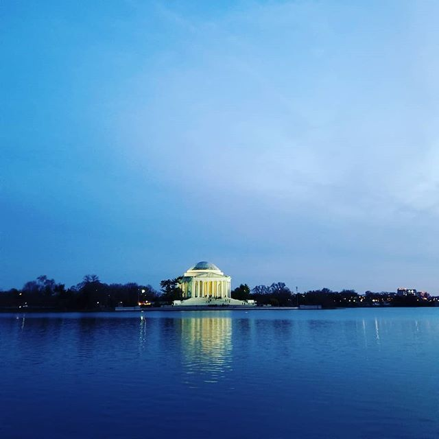 The beauty of my city that I keep rediscovering day in and out.  #traveldiaries #travelingram #wanderlust #globetrotter #habeshaglobetrotter #instadaily #instagramdc #dc #road #night #nightlife #perspective #streetphotography #Lights #reflection #nationa… http://ift.tt/2p4osnipic.twitter.com/8kUSzlBoxT