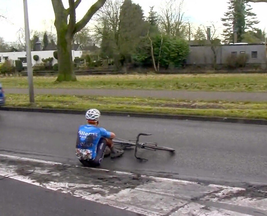 Little crash in the end @rondjedrenthe. Nothing serious.. Wednesday @nokerekoerse 🤘🏼 #verandaswillems #crelan #charles