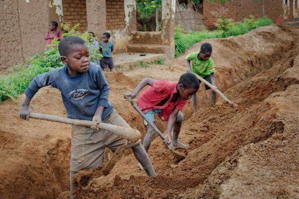 Every day, children are forced to work grueling hours, sometimes up to 43 hours per week. The impact on children is severe. What can we do to act now and #endchildlabour? Find out more here ➽ ow.ly/KoTU30iU76x
