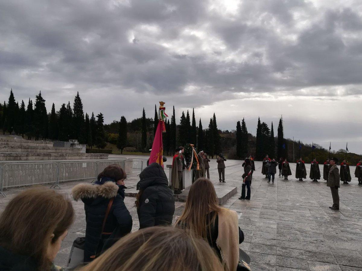 In questi giorni sto accompagnando gli studenti di diverse scuole di @Roma nel Viaggio del Ricordo. Un prezioso momento di formazione per non dimenticare i drammi del confine orientale italiano e la tragedia delle foibe. Non c'è futuro senza memoria: goo.gl/daSnpH