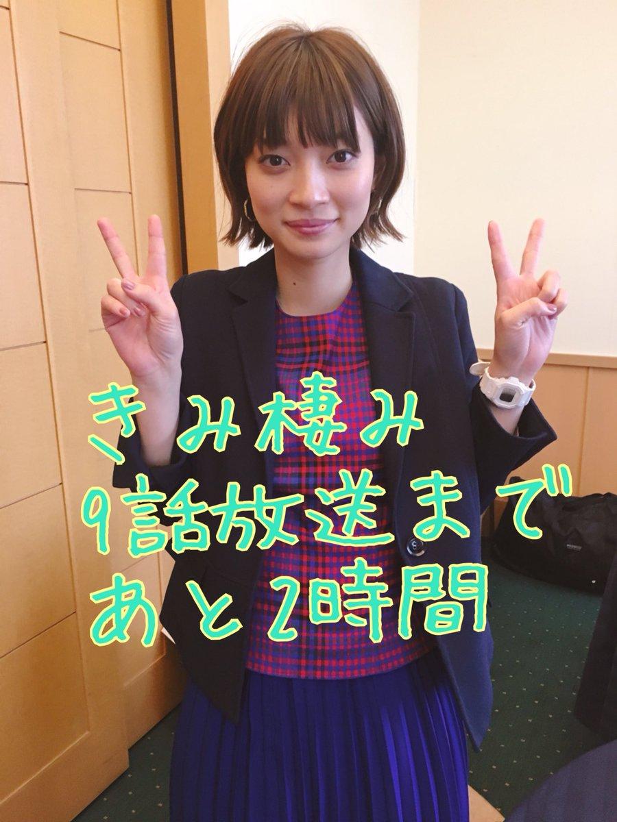 放送カウントダウンをしている田中真琴