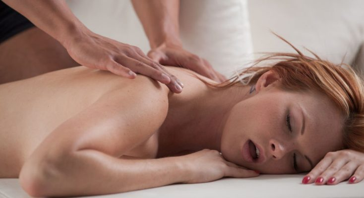 women getting nude massage
