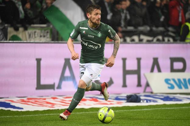 Mathieu Debuchy (ASSE) préféré à Neymar (PSG) pour le trophée de joueur du mois de février en Ligue 1 https://t.co/I3TWpzGJli