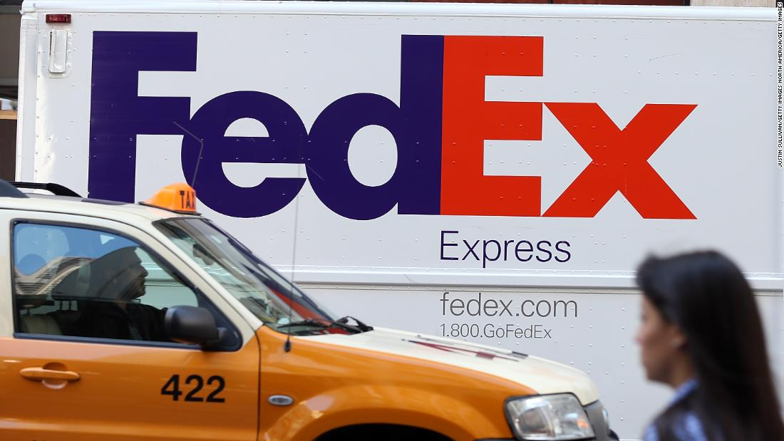 There is an arrow hidden in the FedEx logo. (If youve never noticed it, prepare to be blown away.) Hidden designs can be found in all kinds of famous logos. cnn.it/2paSeGb via @CNNStyle